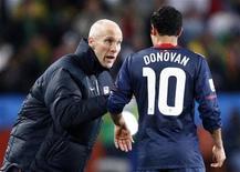 <p>Coach Bob Bradley speaks to Landon Donovan during a 2010 World Cup match against Slovenia, June 18, 2010. REUTERS/Jerry Lampen</p>