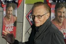 "<p>Talk show host Larry King, one of the stars of the film ""Swing Vote,"" poses as he arrives for the film's premiere in Hollywood, California July 24, 2008. REUTERS/Fred Prouser</p>"