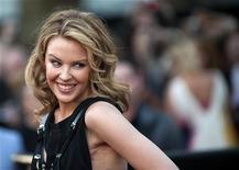 """<p>A cantora australiana Kylie Minogue posa para foto na première do filme """"Sex and the City 2"""" em Londres, 27 de maio de 2010. REUTERS/Kieran Doherty</p>"""