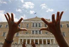 <p>Protesters gesture in front of the Greek parliament during a rally against government austerity measures in Athens June 29, 2010. REUTERS/John Kolesidis</p>