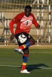 <p>O ganense John Mensah vê orgulho africano por seu time. REUTERS/Marcos Brindicci (SOUTH AFRICA - Tags: SPORT SOCCER WORLD CUP)</p>