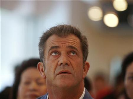 Actor Mel Gibson looks up while attending a charity fundraising event in Singapore, September 13, 2007. REUTERS/Vivek Prakash