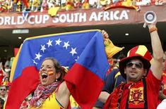 <p>Fans celebrate before the start of the 2010 World Cup Group H match between Spain and Switzerland at Moses Mabhida stadium in Durban, June 16, 2010. REUTERS/Paul Hanna</p>