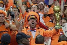 <p>Netherlands' soccer fans celebrate victory over Brazil after a 2010 World Cup quarter-final soccer match in Port Elizabeth July 2, 2010. REUTERS/Michael Kooren</p>