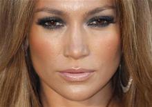 <p>Jennifer Lopez no evento da amfAR, Cinema Contra a AIDS, durante o Festival de Cannes em maio. A pop star latina cancelou uma apresentação no norte do Chipre, dominado pela Turquia, depois de ter desencadeado uma enxurrada de protestos de cipriotas gregos deslocados. 20/05/2010 REUTERS/Christian Hartmann</p>