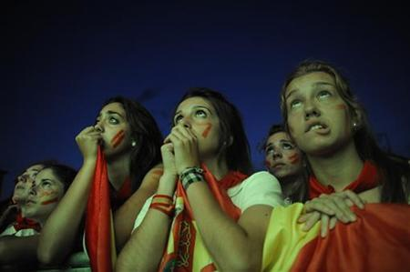 Spain fans watch the 2010 World Cup final soccer match between Spain and the Netherlands on an outdoor TV screen at the Plaza de Castillo in Pamplona July 11, 2010. REUTERS/Vincent West