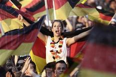 <p>A soccer fan reacts during a screening of the 2010 World Cup third-place play-off soccer match between Germany and Uruguay at the 'Fan mile' public viewing area in Berlin, July 10, 2010. REUTERS/Alex Domanski</p>