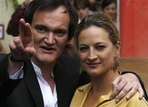 """<p>Quentin Tarantino (esq) e a atriz Zoe Bell em exibição do filme """"À Prova da Morte"""" em Berlim em 2007. Com quase três anos de atraso, o filme finalmente chega aos cinemas nacionais. 23/07/2007 REUTERS/Fabrizio Bensch</p>"""