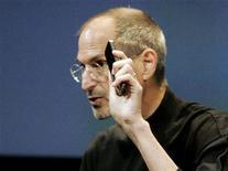 <p>El director ejecutivo de Apple, Steve Jobs, durante una conferencia de prensa en las oficinas de Apple en Cupertino. Jul 16 2010. REUTERS/Kimberly White</p>