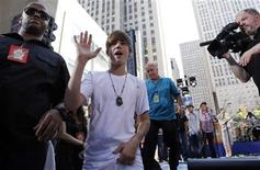 <p>Canadian singer Justin Bieber acknowledges fans during an appearance on NBC's 'Today' show in New York, June 4, 2010. REUTERS/Brendan McDermid</p>