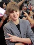 <p>Justin Bieber no MuchMusic Video Awards em Toronto. A sensação jovem desbancou a cantora Lady Gaga do posto de vídeo mais acessado no YouTube nesta sexta-feira. 20/06/2010 REUTERS/Mark Blinch</p>