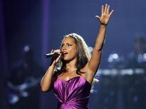<p>Alicia Keys se apresenta nos BET Awards em Los Angeles. A cantora de R&B encerrou a relação com seu agente, pondo fim a uma parceria de mais de uma década que se iniciou no começo da carreira da cantora. 27/06/2010 REUTERS/Mario Anzuoni/Arquivo</p>