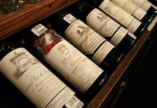 <p>Bottles of wine, one costing nearly $460, are shown in a wine shop in San Francisco, California January 14, 2008. REUTERS/Robert Galbraith</p>