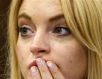 <p>A atriz Lindsay Lohan durante audiência em que foi sentenciada a 90 dias de prisão. Lohan deve entregar-se à Justiça na terça-feira para começar a cumprir pena de prisão, mas seu advogado teria desistido de seu caso horas antes. 06/07/2010 REUTERS/David McNew/Arquivo</p>