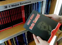 <p>A customer holds a Polish copy of Adolf Hitler's Mein Kampf at a book store in Wroclaw, south western Poland February 23, 2005. REUTERS/Pierre Logwin</p>