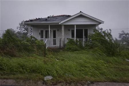 Wind and rain from Hurricane Gustav pound a deserted house in the Lower Ninth Ward of New Orleans, Louisiana September 1, 2008. REUTERS/Lee Celano
