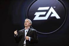 """<p>John Riccitiello, directeur général d'Electronic Arts. A la faveur de ventes soutenues de son jeu """"FIFA"""", l'éditeur de jeux vidéo a fait état de résultats trimestriels meilleurs que prévu, tout en réaffirmant ses prévisions annuelles. /Photo prise le 14 juin 2010/REUTERS/Gus Ruelas</p>"""