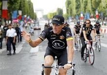 <p>Radioshack team rider Lance Armstrong of the U.S. waves on the Champs Elysees during the final parade of the 97th Tour de France cycling race in Paris July 25, 2010. REUTERS/Francois Lenoir</p>
