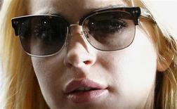 """<p>Atriz Lindsay Lohan chega ao tribunal de Beverly Hills para entregar-se e cumprir pena de 90 dias de reabilitação. Sua mãe culpou juíza """"intransigente"""" pela pena de prisão. REUTERS/Danny Moloshok</p>"""