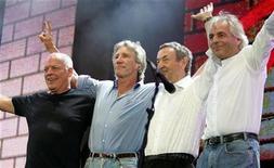 <p>Foto de archivo de la banda Pink Floyd tras su actuación en el concierto benéfico Live 8 en Londres el 2 de julio del 2005. (I-D) el guitarrista David Gilmour, el bajista Roger Waters, el baterista Nick Mason y el fallecido tecladista Rick Wright.</p>