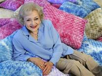 <p>Betty White poses for a photograph in Los Angeles, California May 26, 2010. REUTERS/Gus Ruelas</p>