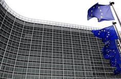 <p>Bruxelles envisage de rejeter la plainte déposée contre l'Etat français par les opérateurs télécoms Orange, SFR et Bouygues Telecom dans l'attribution de la quatrième licence de téléphonie mobile 3G à Free, selon La Tribune. /Photo d'archives/REUTERS/Yves Herman</p>