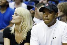 <p>Tiger Woods and Elin Nordegren (L) in Orlando, Florida June 11, 2009. REUTERS/Hans Deryk</p>
