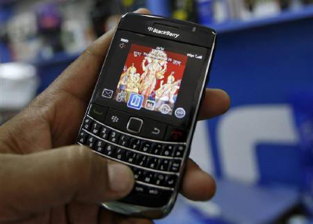 A customer holds a BlackBerry handset at a mobile phone shop in Ahmedabad August 26, 2010. REUTERS/Amit Dave/Files