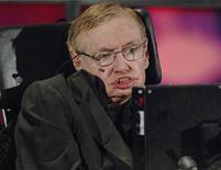 """<p>Renomado físico teórico Stephen Hawking fala em cerimônia no Instituto para Física Teórica no Canadá. Em seu novo livro, Hawking argumenta que Deus não criou o universo e o """"Big Bang"""" foi uma consequência inevitável das leis da física. 20/06/2010 REUTERS/Sheryl Nadler</p>"""
