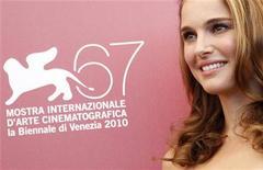 <p>A atriz Natalie Portman posa para foto no 67o Festival de Cinema de Veneza, 1o de setembro de 2010. REUTERS/Tony Gentile</p>