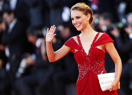 Actress Natalie Portman waves during the ''Black Swan'' red carpet at the 67th Venice Film Festival September 1, 2010. REUTERS/Tony Gentile