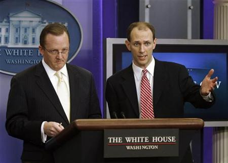 White House economic adviser Austan Goolsbee (R) speaks to the media alongside White House Press Secretary Robert Gibbs during the daily press briefing at the White House in Washington January 21, 2010. REUTERS/Jason Reed