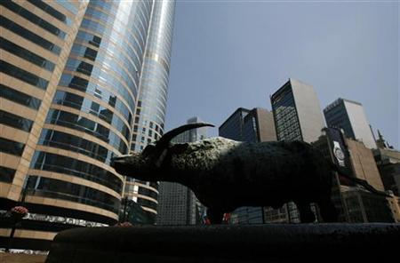 A statue of a bull is seen outside Exchange Square (L), where the trading hall of the Hong Kong Stock Exchange is located, May 24, 2010. REUTERS/Bobby Yip