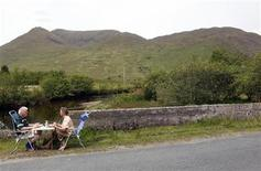 <p>Tourists eat their lunch by the roadside in the Doo Lough Pass near the town of Wesport in County Galway on the West Coast of Ireland May 30, 2010. REUTERS/Cathal McNaughton</p>