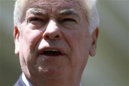 Chairman of the Senate Banking Committee Christopher Dodd (D-CT) speaks to the press outside the West Wing of the White House in Washington, May 21, 2010. REUTERS/Jason Reed