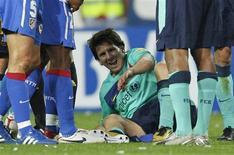 <p>Atacante do Barcelona Lionel Messi reage após lance de jogo que lhe causou uma contusão. REUTERS/Paul Hanna</p>