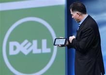 <p>Le directeur général de Dell, Michael Dell, a dévoilé mercredi une nouvelle tablette multimédia de sept pouces qui semblait fonctionner avec le système d'exploitation Android de Google, mais il a refusé de donner de plus amples détails sur l'appareil. /Photo prise le 22 septembre 2010/REUTERS/Robert Galbraith</p>