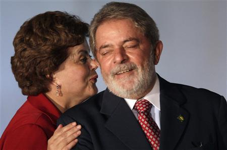 Brazil's presidential candidate for the ruling party PT (Workers Party), Dilma Rousseff (L), chats with Brazilian President Luiz Inacio Lula da Silva in Brasilia, May 19, 2010. REUTERS/Ricardo Moraes