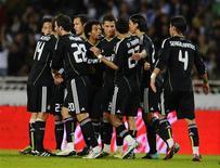 """<p>Игроки """"Реала"""" радуются голу, забитому в ворота """"Реала Сосьедада"""", в Сан-Себастьяне 18 сентября 2010 года. Матчи пятого тура чемпионата Испании пройдут в выходные 25-го и 26-го сентября, а также в понедельник 27-го сентября. REUTERS/Felix Ordonez</p>"""