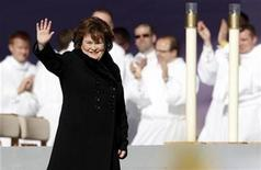 <p>Scottish singer Susan Boyle waves at Bellahouston Park, before the arrival of Pope Benedict XVI, in Glasgow September 16, 2010. REUTERS/Phil Noble</p>