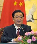 <p>Presidente chinês, Hu Jintao, durante coletiva de imprensa no Grande Salão do Povo em Pequim. Hu prometeu continuar a cooperação com Cuba, estreitando a aliança entre as duas nações de governo comunista. 27/09/2010 REUTERS/Kota Kyogooku/Arquivo</p>