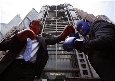 Neil Hutchinson (L), Senior Wealth Manager of HSBC, poses with James Bryan in hedge fund management from Execuzen, outside HSBC headquarters during a promotion ahead of a ''Hedge Fund Fight Nite'' charity event in Hong Kong September 2, 2009. REUTERS/Bobby Yip