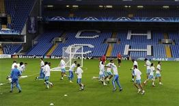"""<p>Игроки """"Марселя"""" на тренировке в Лондоне 27 сентября 2010 года. Матчи восьмого тура чемпионата Франции по футболу пройдут 2 и 3 октября. REUTERS/Paul Hackett</p>"""