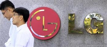 """<p>LG Electronics Inc renonce à lancer une tablette fonctionnant avec le système d'exploitation de Google Android 2.2, baptisé """"Froyo"""", une décision qui risque de retarder la commercialisation de cet appareil initialement prévue pour le trimestre prochain. /Photo d'archives/REUTERS/Lee Jae-Won</p>"""