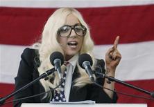 <p>Lady Gaga fala durante demonstração pelos direitos gays nas Forças Armadas em setembro. Lady Gaga e Justin Bieber se aproximam de um marco importante na nova indústria musical: quase 1 bilhão de acessos no YouTube. 20/09/2010 REUTERS/Joel Page</p>