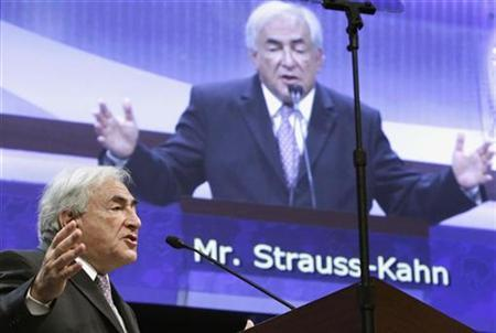 International Monetary Fund (IMF) Managing Director Dominique Strauss-Kahn speaks during the annual IMF-World Bank meetings plenary session in Washington October 8, 2010. REUTERS/Yuri Gripas