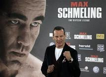 "<p>Former German boxer and cast member Henry Maske poses for pictures as he arrives for the premiere of his movie ""Max Schmeling"" in Berlin, September 29, 2010. REUTERS/Thomas Peter</p>"