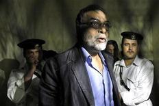 <p>Mohsen Shaalan (centro), vice-ministro da Cultura do Egito, detido em setembro. Uma corte condenou 11 funcionários do Ministério da Cultura à prisão pela negligência que conduziu ao roubo de uma tela de Van Gogh. REUTERS/Mohamed Abd El-Ghany/Arquivo</p>