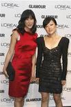 """<p>Foto de archivo de las periodistas Laura Ling (izquierda en la imagen) junto a su colega Euna Lee en la entrega de premios Glamour en nueva York, nov 9 2009. El canal de entretenimiento E! contrató a Laura Ling, quien fue detenida junto a un colega de televisión en Corea del Norte el año pasado, para conducir la serie """"E! Investigates"""" que comenzará el 8 de diciembre, informó el New York Times. REUTERS/Lucas Jackson</p>"""