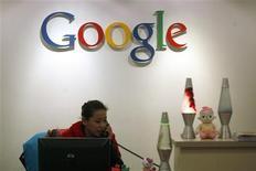 <p>Google a enregistré des bénéfices et un chiffre d'affaires nettement supérieurs aux attentes pour le troisième trimestre en dépit de la hausse de ses charges. /Photo d'archives/REUTERS/Tyrone Siu</p>